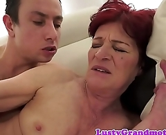 Bootylicious gilf banged from behind